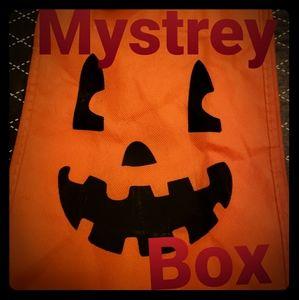 Mini oo girl you spooky mystrey box